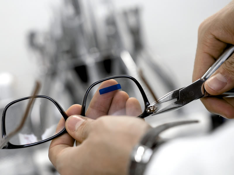 repair services - North Lakes Optometrist Eye to Eye Optometry